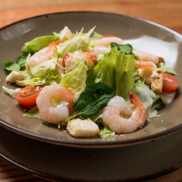 Cezario salotos su karališkom krevetėm arba vištiena