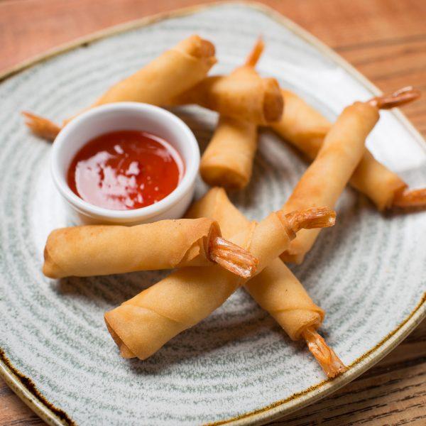 Karšti suktinukai su daržovėmis arba krevetėmis