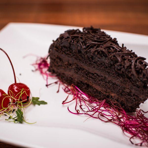 Šokoladinis pyragas su grietinėle
